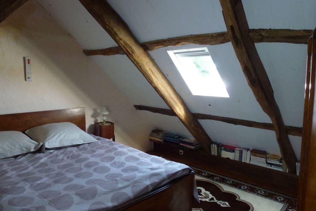 deuxième chambre avec lit 140