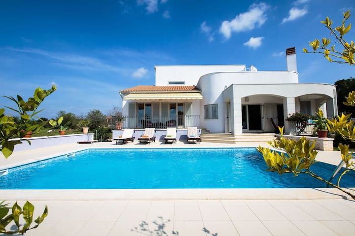Beautiful modern designed stylish villa in south Istria with pool