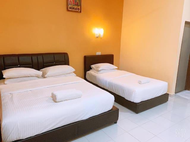 Cozy Standard Triple Room at Dhania Motel