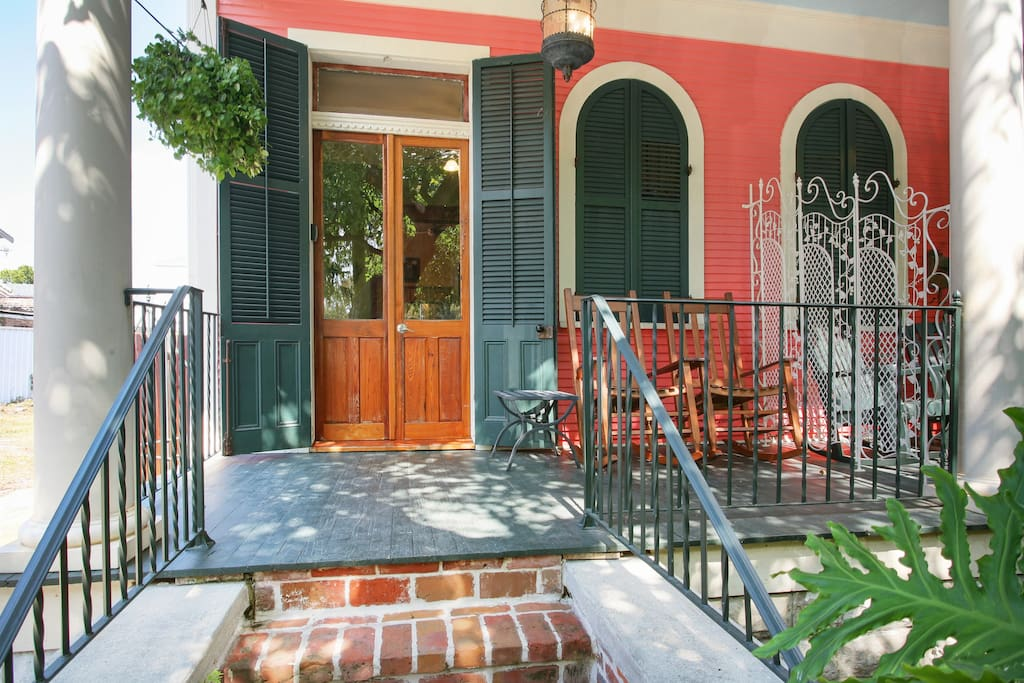 Front view St.Philip Inn at Treme