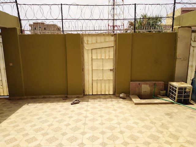 Ground floor apartment in Khartoum. Free parking.