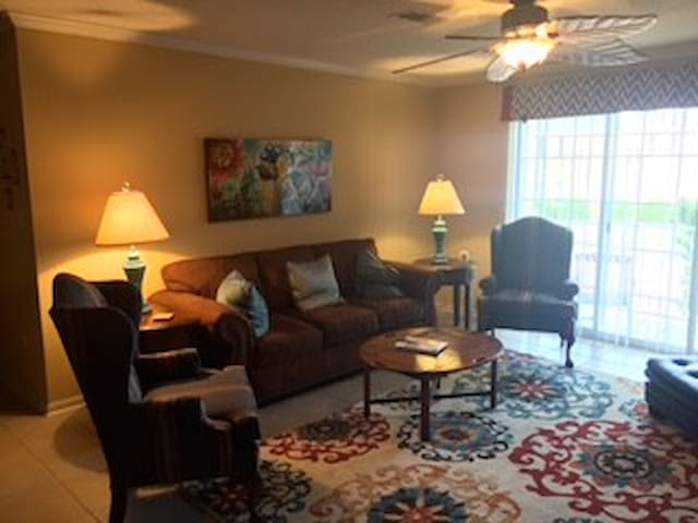 2 Bed, 2 bath condo close to campus and square