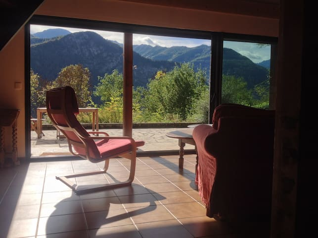 House in mountains, fabulous views, great walking. - Orus - House