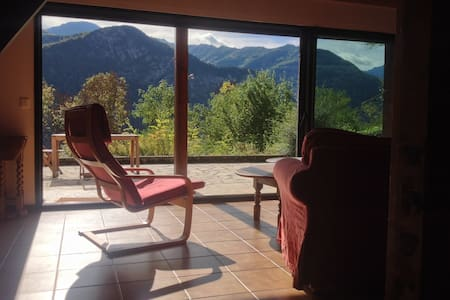 House in mountains, fabulous views, great walking. - Orus
