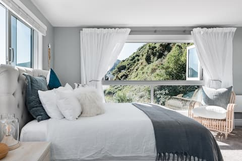 Luxury Suite Enjoying Spectacular Sea Views and Sunsets