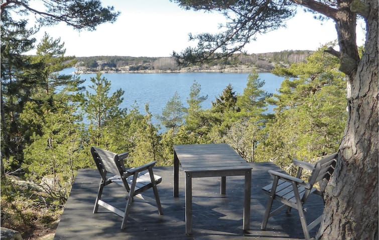 Holiday cottage with 3 bedrooms on 69 m² in Strömstad
