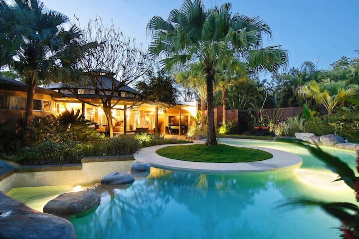 8 bedrooms Luxury Villa in the center of Tamarindo