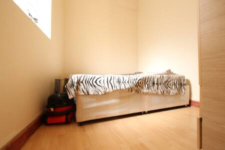 Compact One Bedroom Flat, Seven Sisters, N7 - London - Wohnung