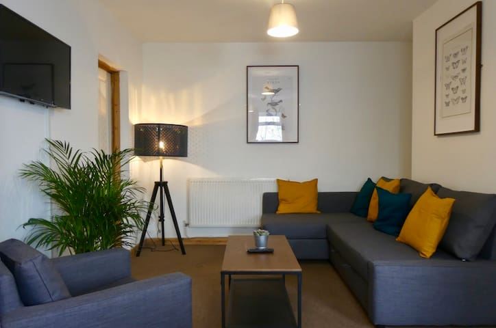 6 Person Apartment Nr Centre With Parking