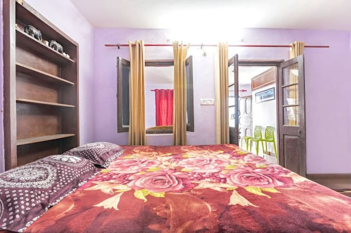 Lakeview rooms  near Mall Road with breakfast