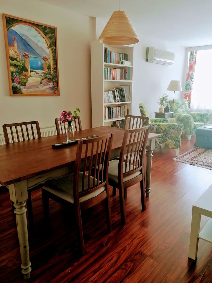Flat for rent at the hearth of Bostanlı