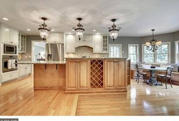 Great location close to freeways and Bredesen park - Minneapolis - Dům