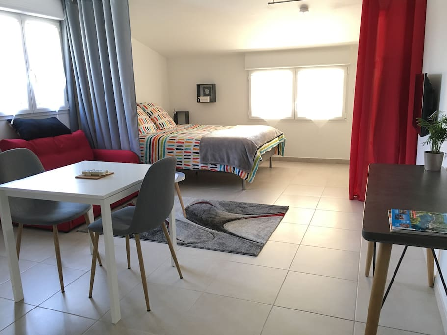 confortable studio apartments for rent in salon de