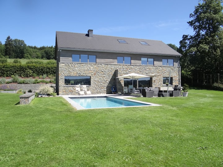 Bedroom by the owner, pool, 10km Spa-Francorchamps