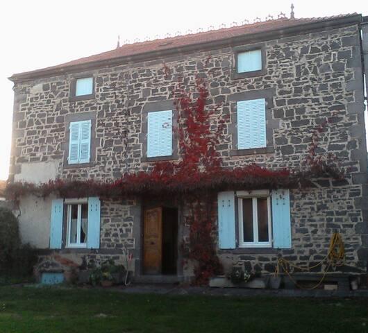 Maison typique à la campagne. - Saint-Ignat
