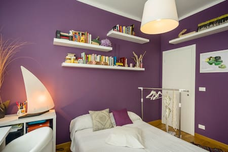 charming, quiet room in cool apart. - Genua - Wohnung