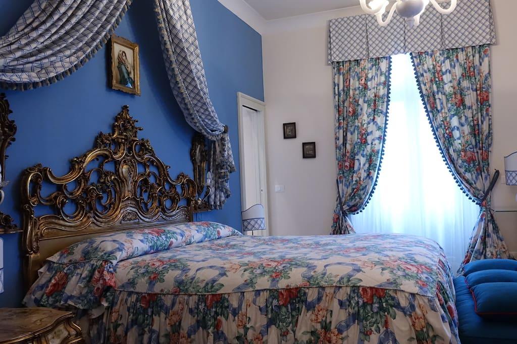 Camera da letto in stile Veneziano.