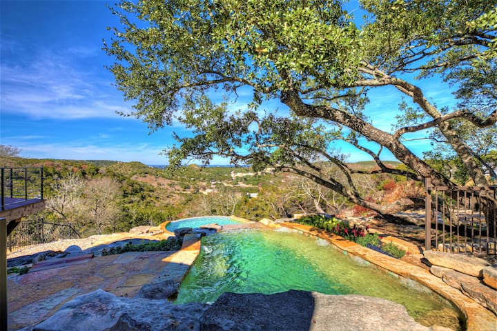 NEW! Luxury Hill Country Villa w/Pool-Hottub-Views