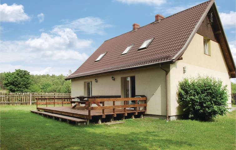 Holiday cottage with 4 bedrooms on 150m² in Parchowo