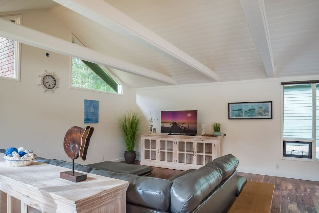 Living Room with 50' flat screen television with Directv Satellite service.