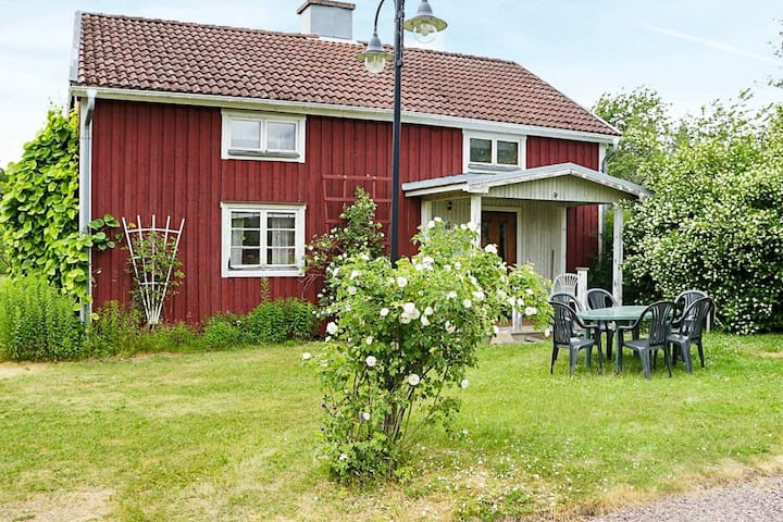 6 person holiday home in MARIANNELUND
