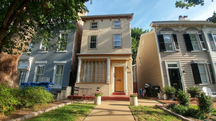 Cozy Nest With Patio | IDEAL SOCIAL DISTANCING.  Blazing Fast 1 gig WIFI.   On gorgeous East Capitol Street.  No Stairs.  Private Entrance.  Fastest Available Internet in DC.