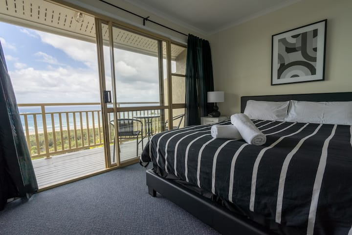2 Bedroom Beach & Ocean Villa at Pandanus Palms!
