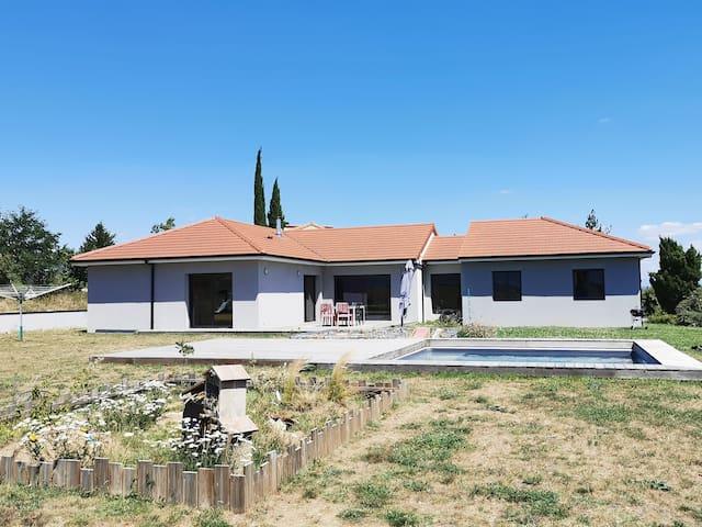 Agréable maison avec piscine en campagne