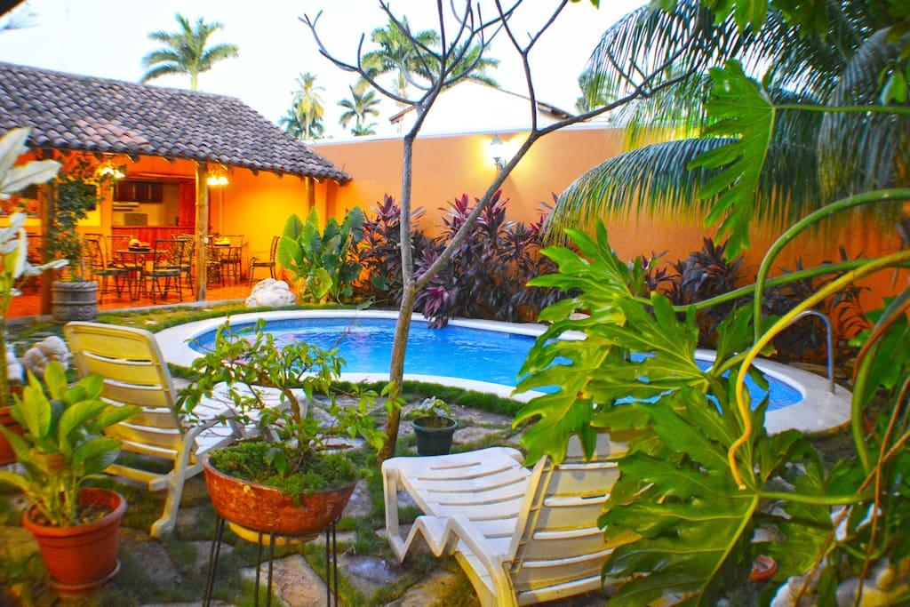Área de descanso piscina