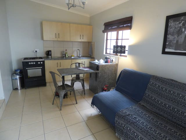 Self Catering Flatlet + Bicycles! - Berea - Bungalo