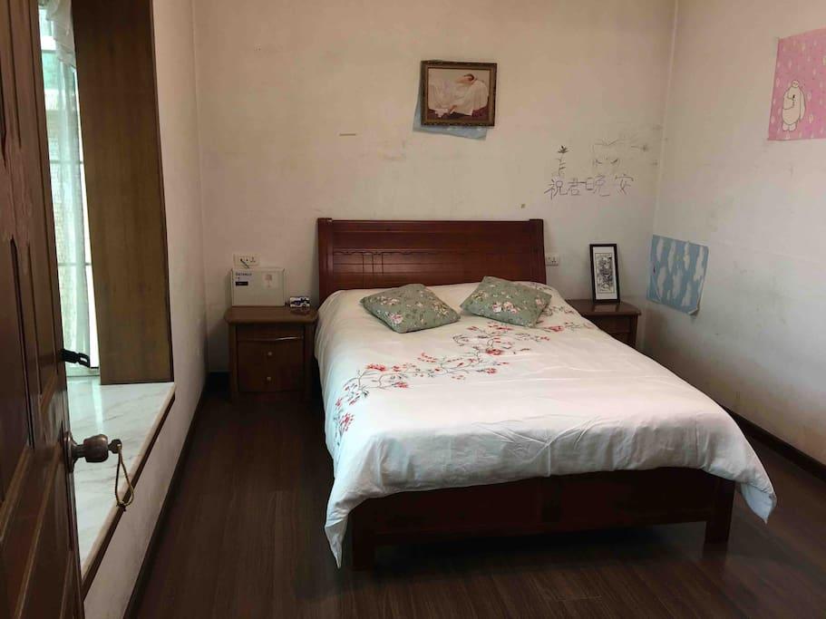 这一套寝具也是我很喜欢的,干净、盖着舒适,纯棉面料。