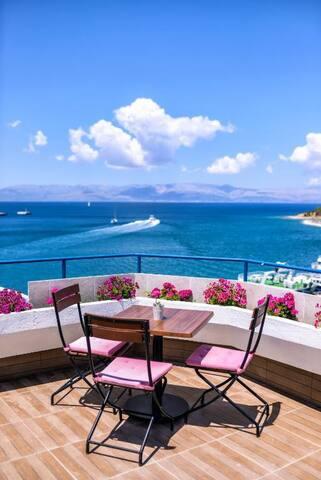 Çeşme Marin Otel Deniz Manzaralı Oda