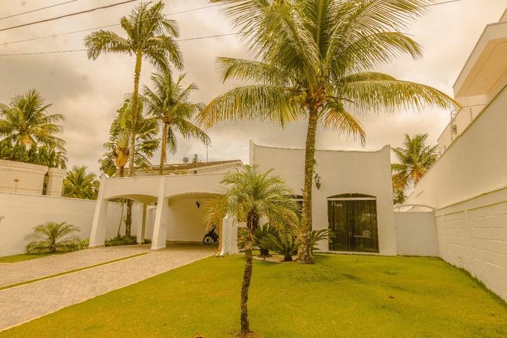 Casa dentro do Condomínio Acapulco