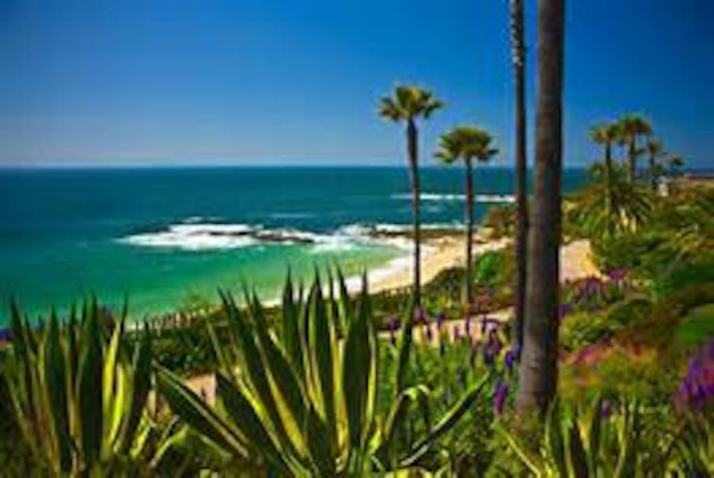 Enjoy all the amenities of Laguna Beach from this perfect cottage location only 3.5 blocks to beach