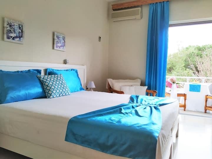 Doppelzimmer mit Meerblick im Golden Beach Hotel