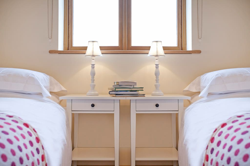Comfortable new Hypnos beds, crisp cotton sheets.  Drawer and hanging space.