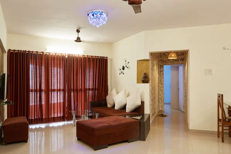 Service apartment in Goregaon east - Bombay