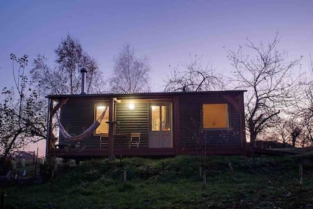 Daisy-a romantic logcabin hiding amongst the trees