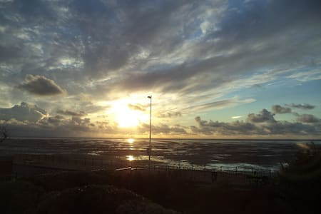 Charming coastal flat with idyllic sea views. - Hoylake - Appartement