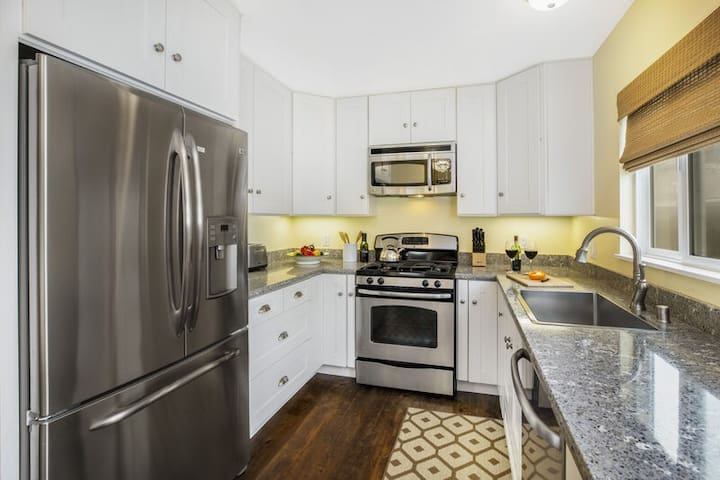 Just 1/2 block from East Beach! Fully equipped condo w/ backyard!