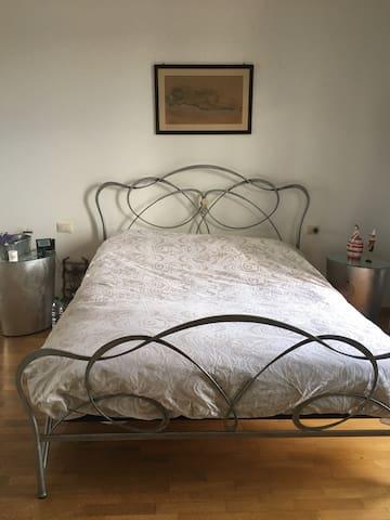 Stanza matrimoniale-uso appartamento-Faenza-Lugo