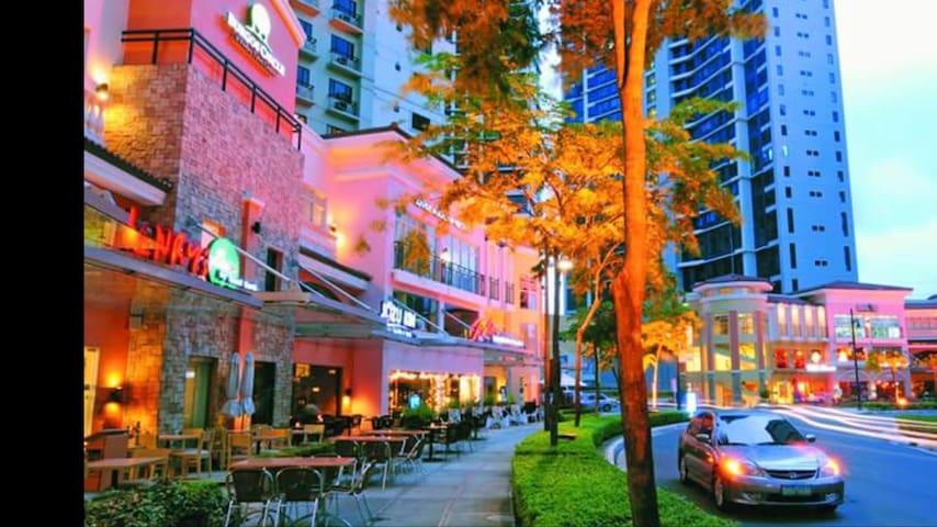 COMFY BED Cozy City Nook 1BR NETFLX@Burgos Circle