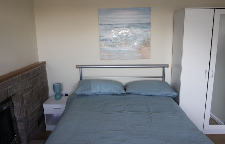 Jaylets Modern Double 703 Bedroom with Shared Kitchen & Parking