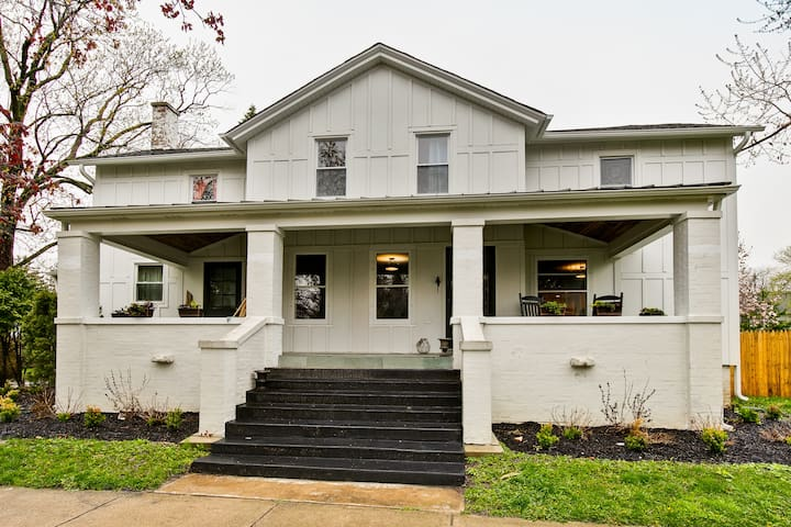 Updated North Shore Farmhouse - 5 bd / 4 bth
