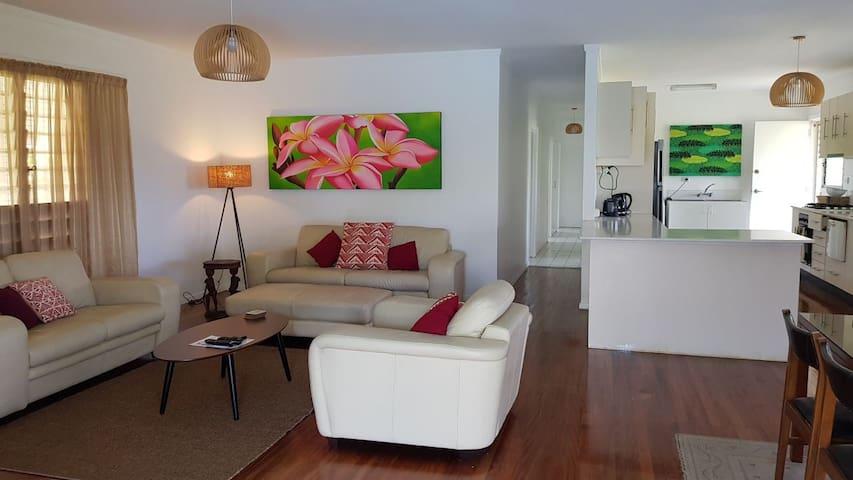 BouganVilla 4brm holiday villa with pool inc wifi