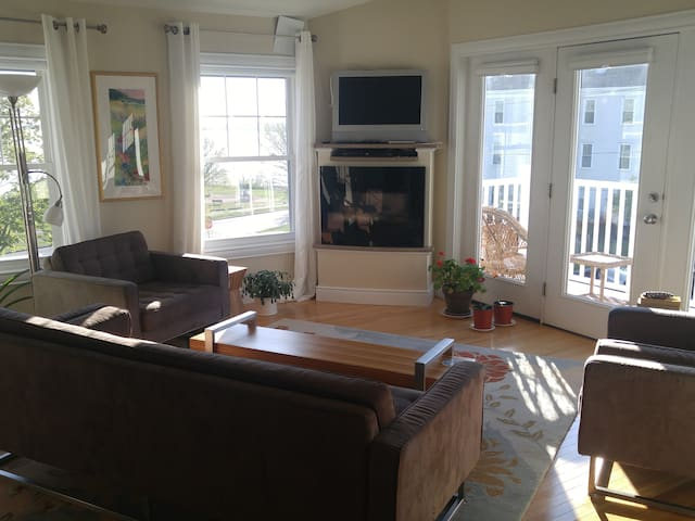 Stunning 2-Bedroom Condo on the Eastern Prom - Portland - Appartement en résidence