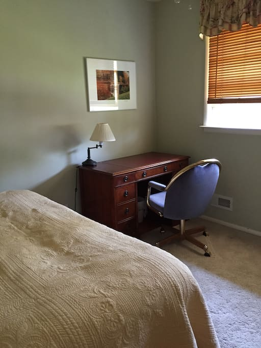 Bedroom: twin bed and desk