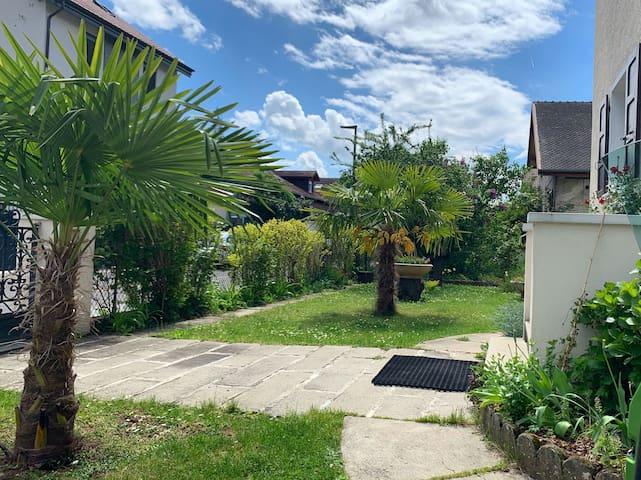 Lovely room with parking & garden near Geneva