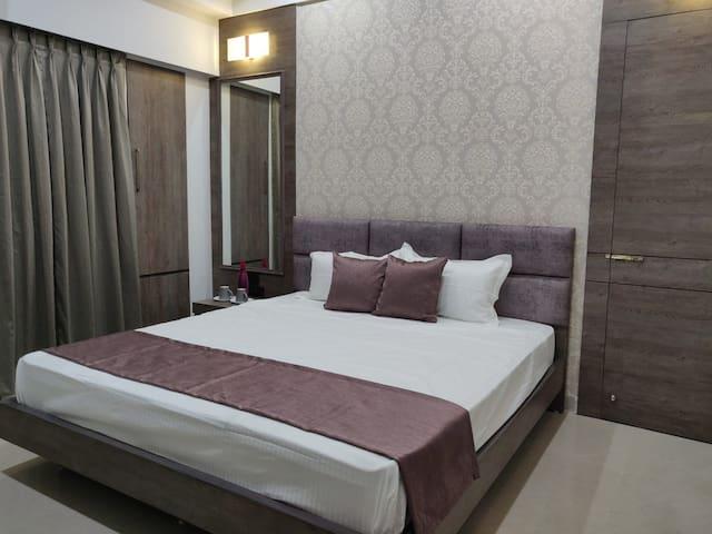 bedroom 2 (Kundil) with adjoining door to bedroom 1