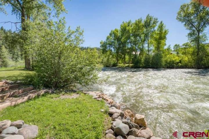 Riverfront Home minutes from Downtown & Ski Area